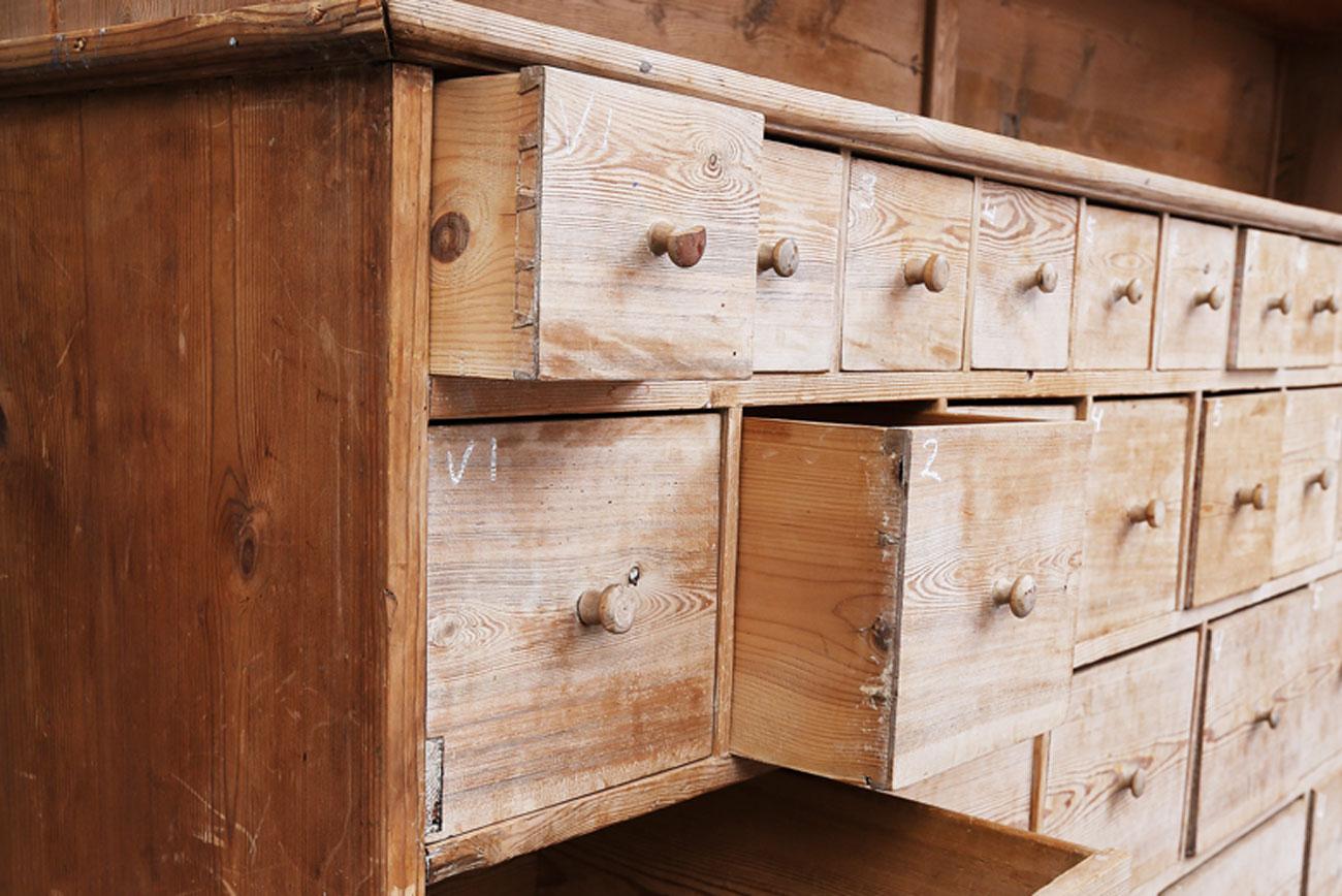 Mueble de comercio de mediados del siglo XIX. Bélgica. Medidas:  252 x 52 x 243 cm.