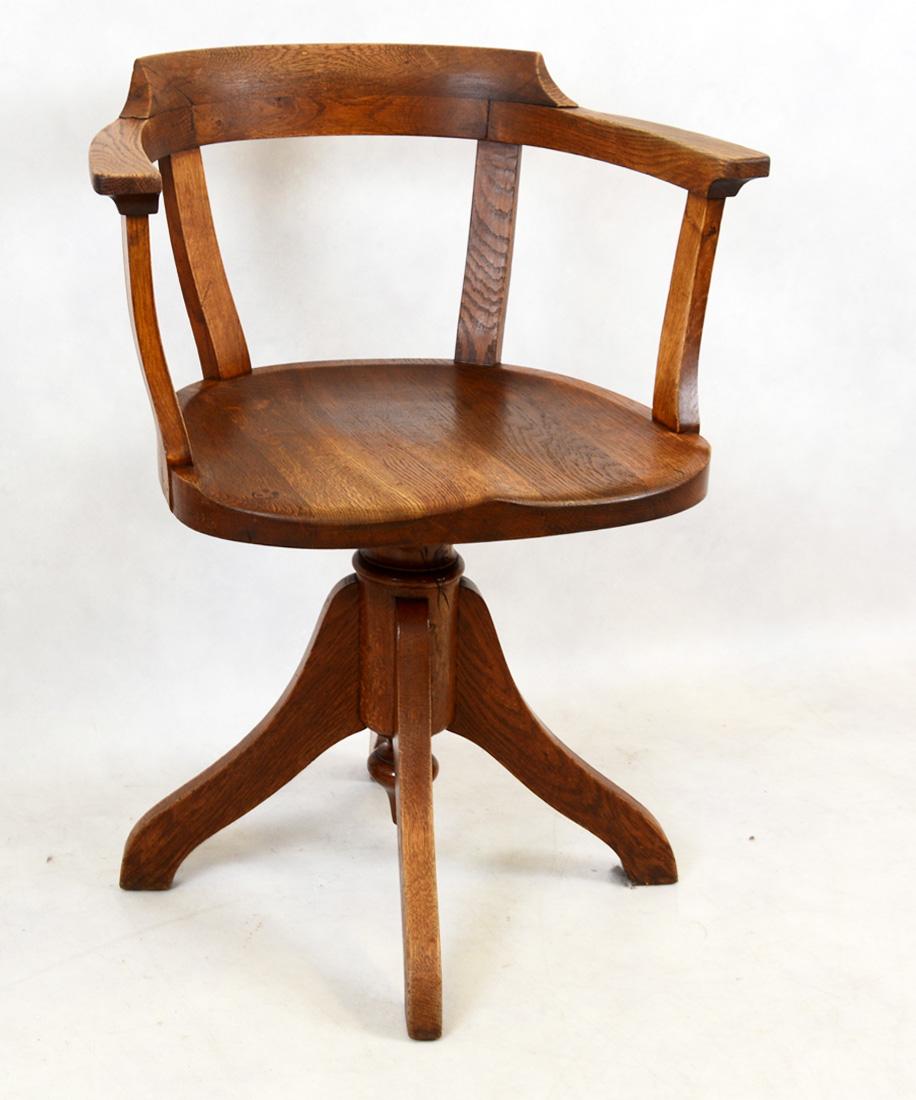 Il tavolo verde silla giratoria de oficina postal for Sillas para oficina de madera