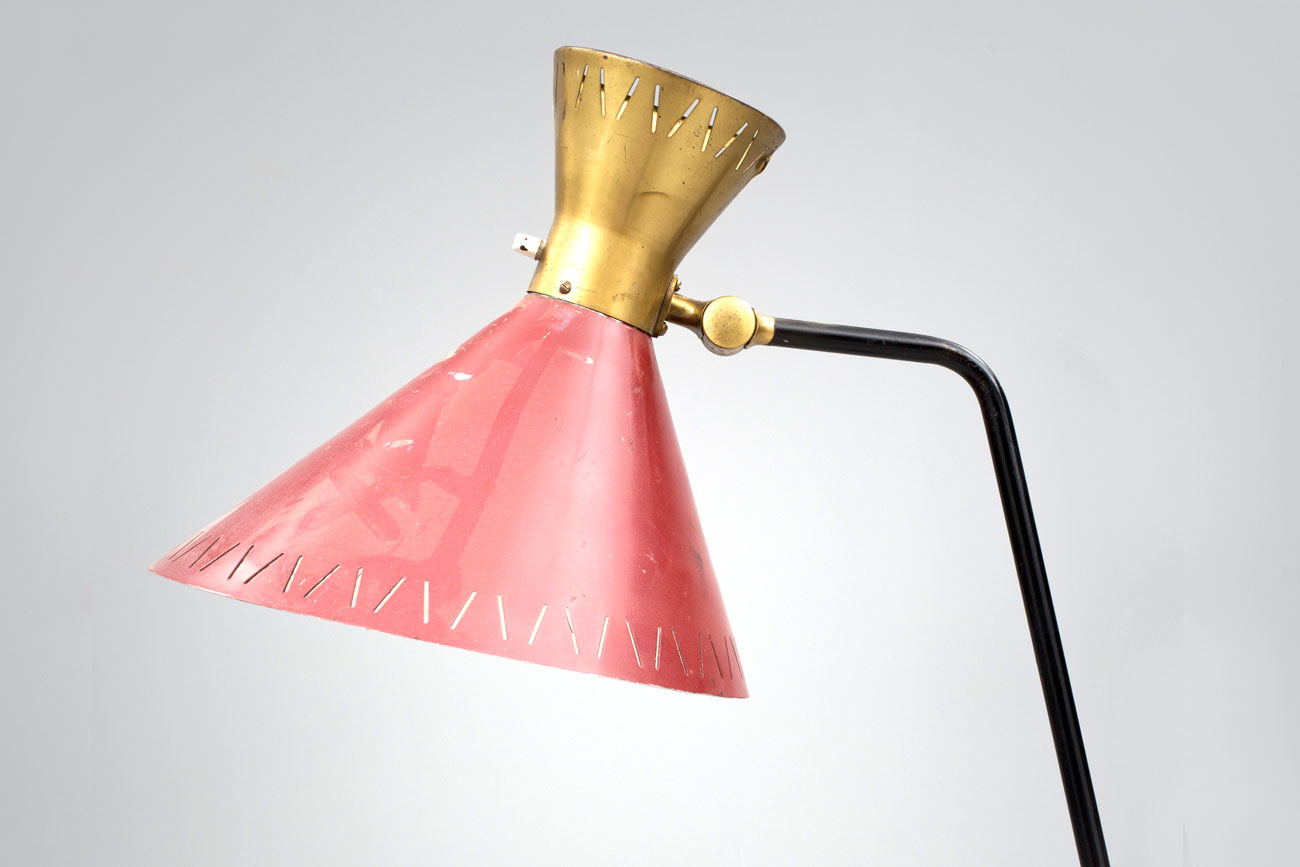Lámpara de pie finlandesa