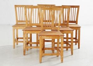 Conjunto de sillas (6) de la región de Jämtland con restos de pintura original. Suecia, siglo XVIII.