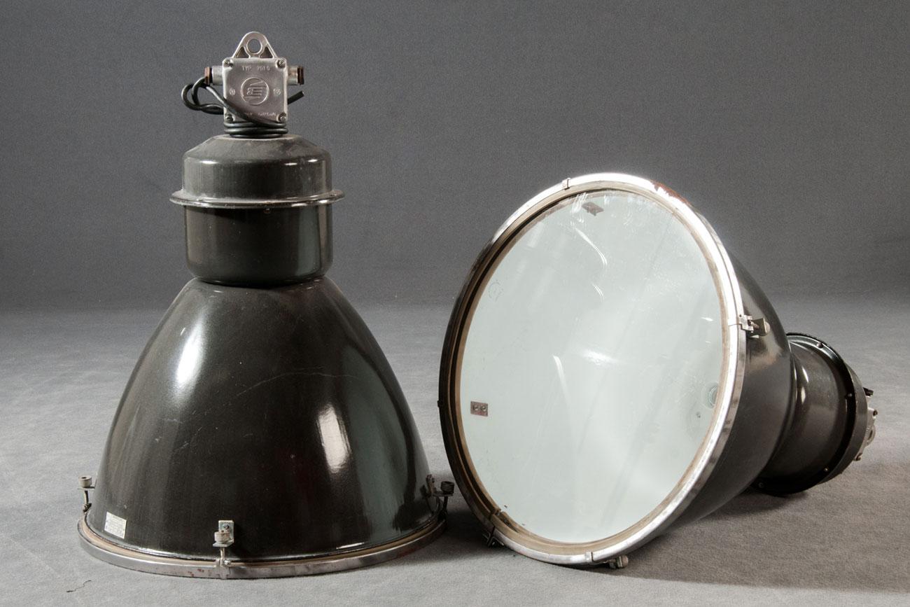 Lámparas industriales rusas.