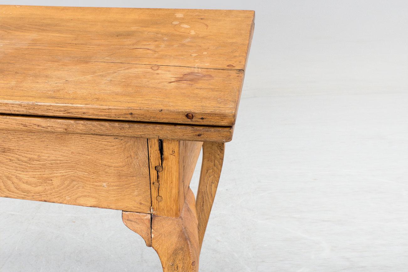Mesa de roble Rococo