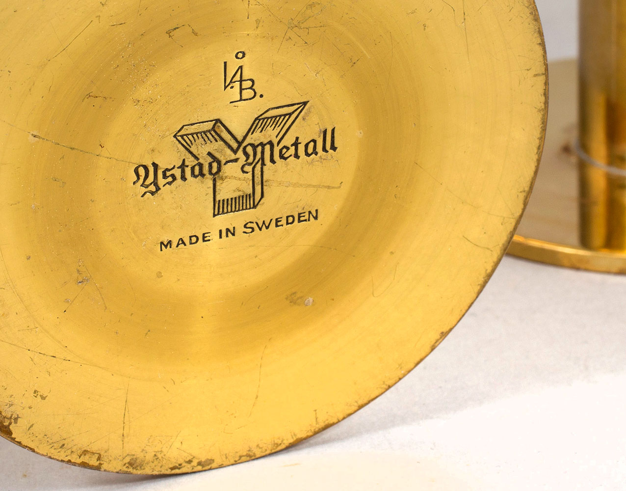 Candelabros Liljan de Ivar Alenius Bjork por Ystad-Metall